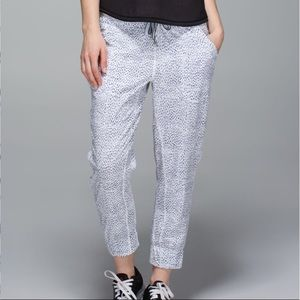 Lululemon Tearaway Pant Dottie Dash White Black